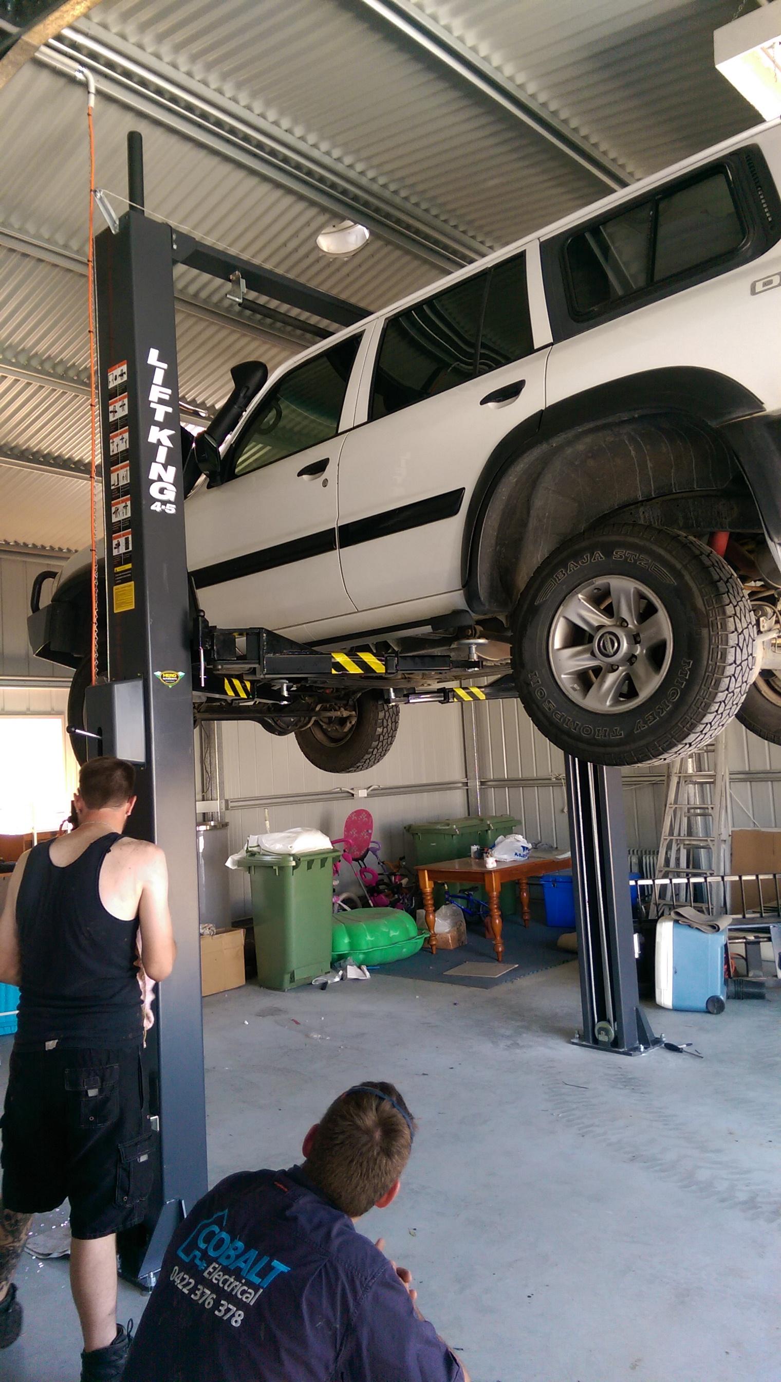 2-Post Clear Floor Auto Hoist 4WD