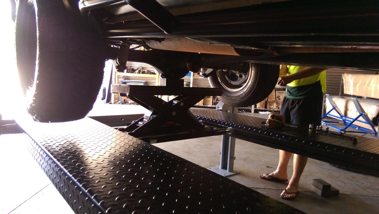 Lift King 9 4-Post Auto Hoist Image 03